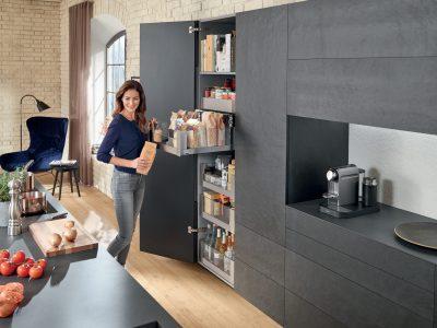 Sử dụng tối ưu không gian lưu trữBạn có muốn tận dụng nhiều không gian nhất có thể trong gian bếp mới của mình không? Không sao. Chỉ cần sử dụng đúng loại tủ.